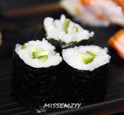 Baby cucumber rolls